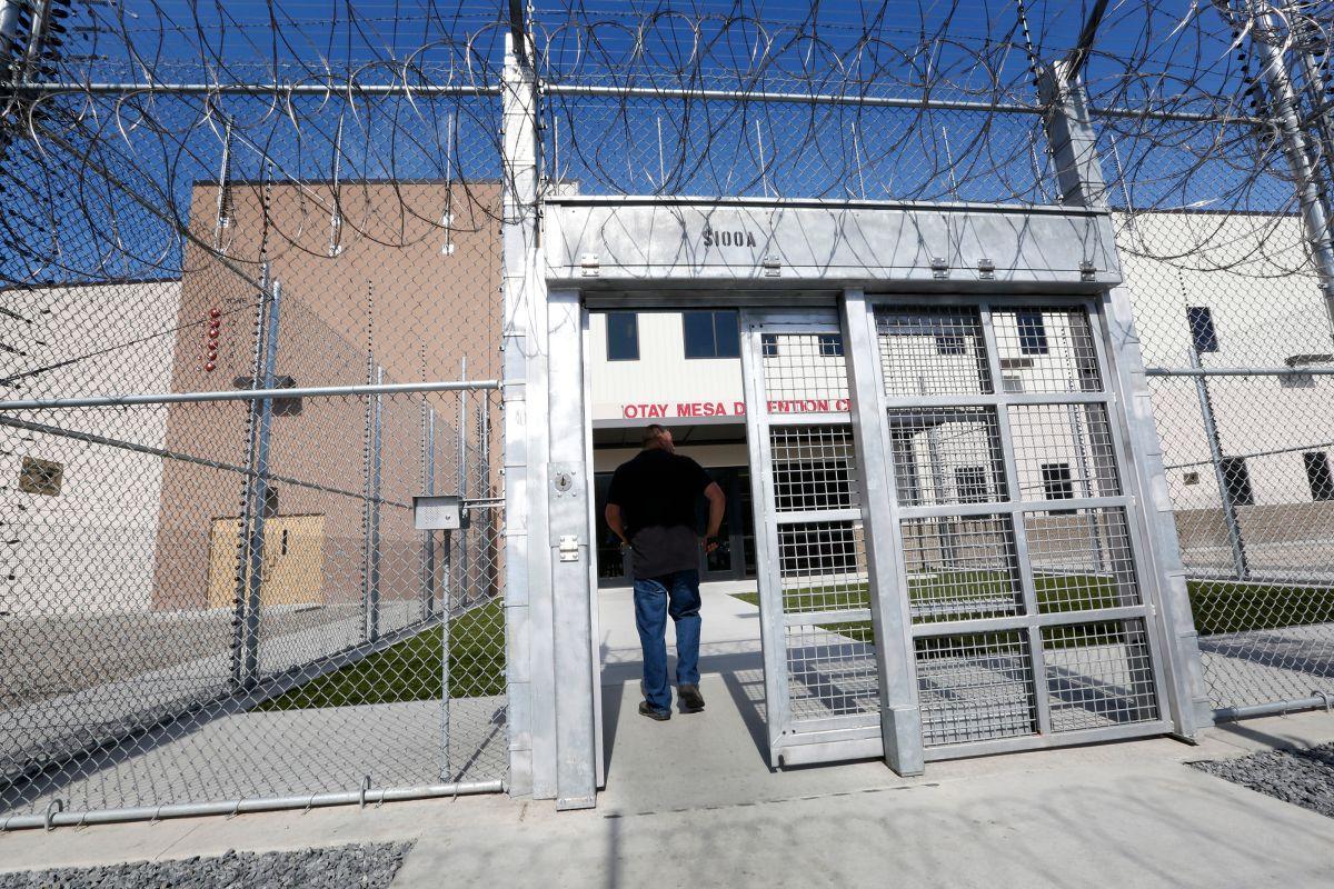 El Centro de Detención de Otay Mesa está ubicado en San Diego, frontera con México.