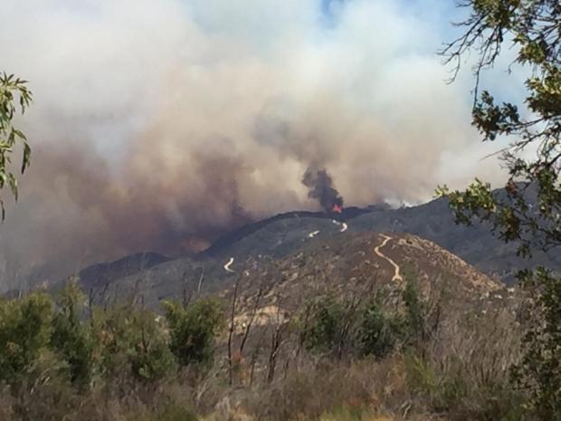 Incendio en las montañas de San Bernardino obliga a evacuaciones