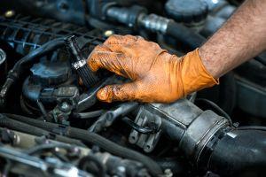 Causas por las que podría prender la luz de Check Engine de tu auto