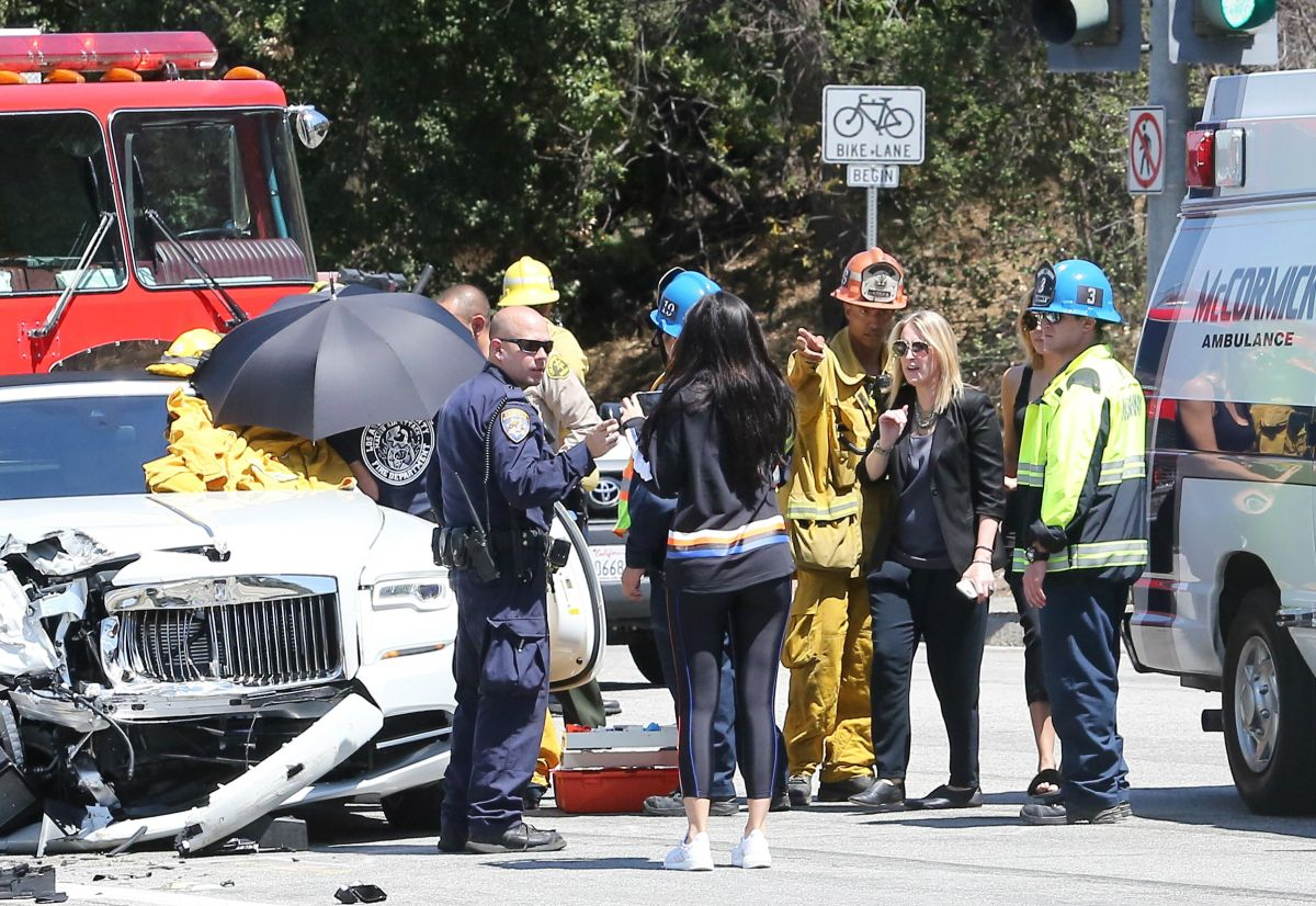 Fotos: así quedó el coche de la mamá de las Kardashian tras un accidente