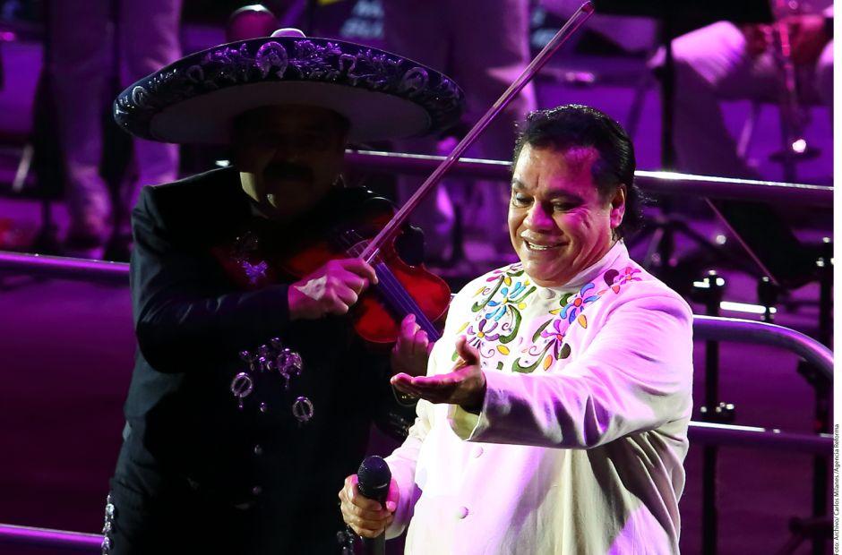 """Tachan a famosas de ser unas """"interesadas"""" con Juan Gabriel"""