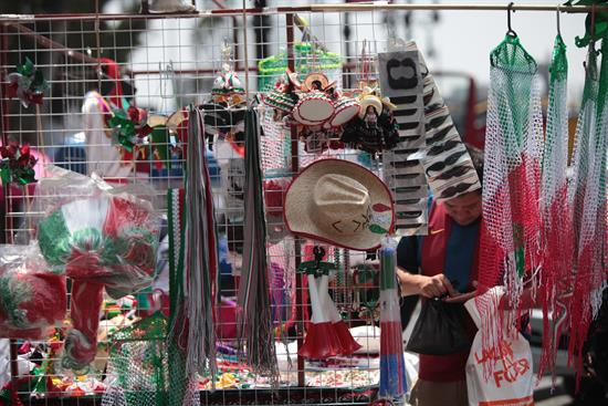 Así se alistan mexicanos para celebrar el Día de la Independencia