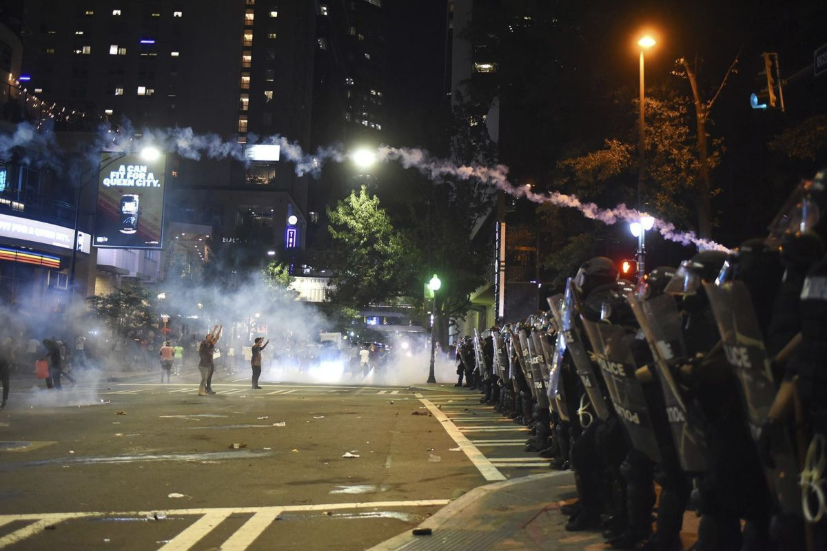 Despliegan la Guardia Nacional en Charlotte tras disturbios