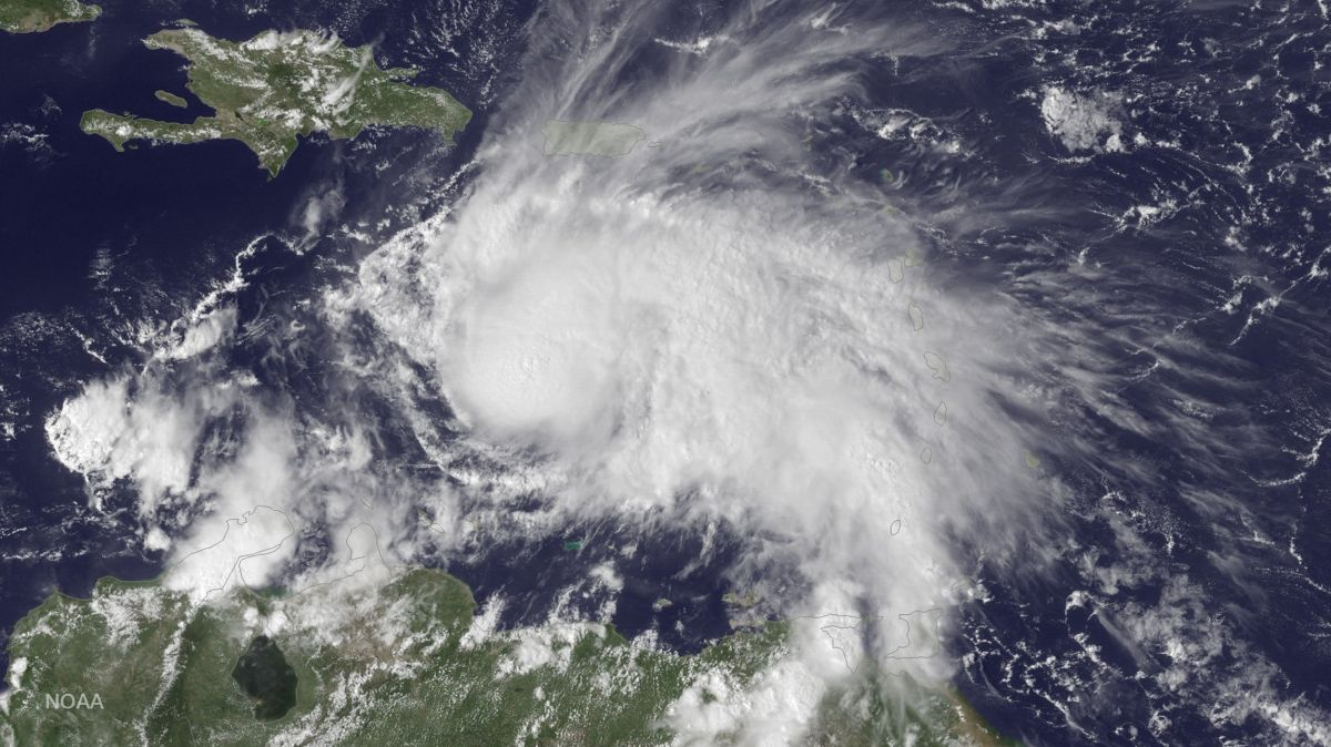 El huracán Matthew alcanza categoría 5 y amenaza a Cuba y Haití