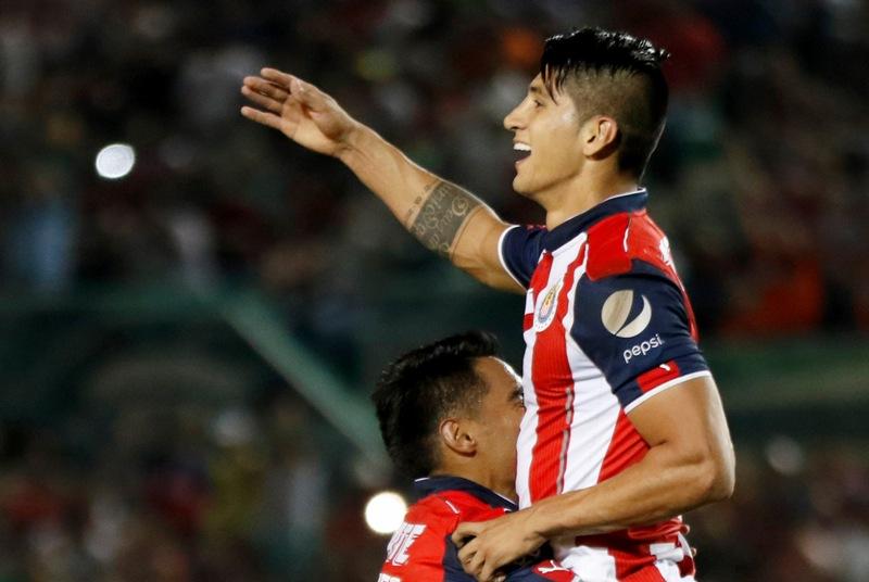 Video: Alan Pulido ya anotó con Chivas, y fue de penalti