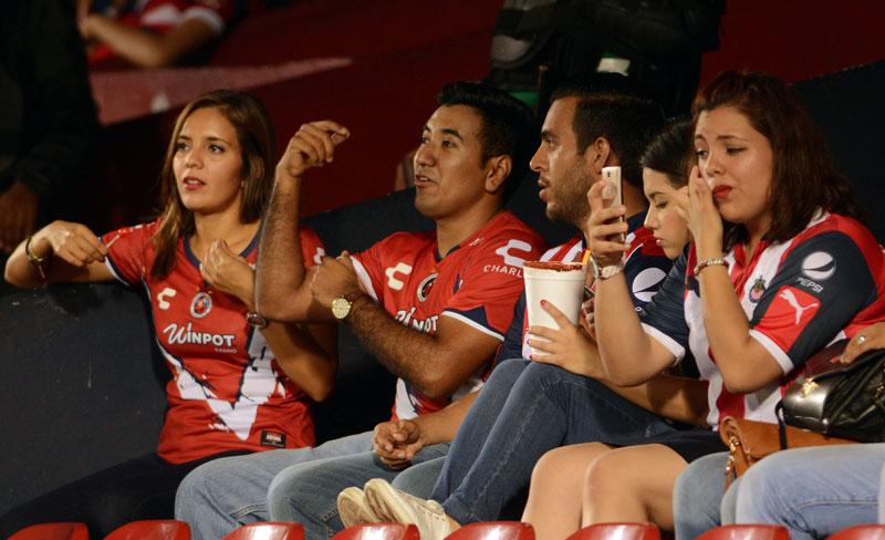Video: Aficionados de Tiburones Rojos del Veracruz desatan trifulca tras perder con Chivas