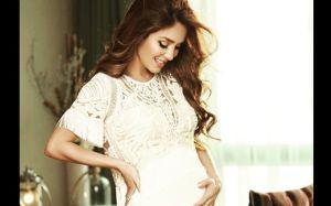 Anahí no pierde las buenas costumbres durante su embarazo