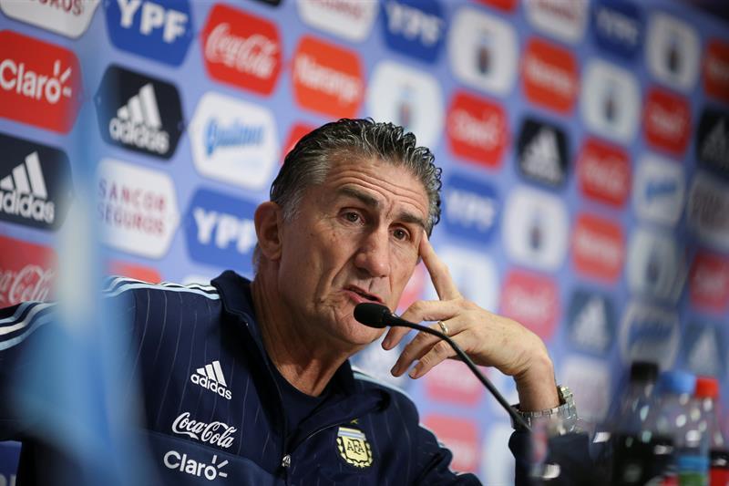 El técnico de la Albiceleste afirma que el futbol argentino no tiene identidad
