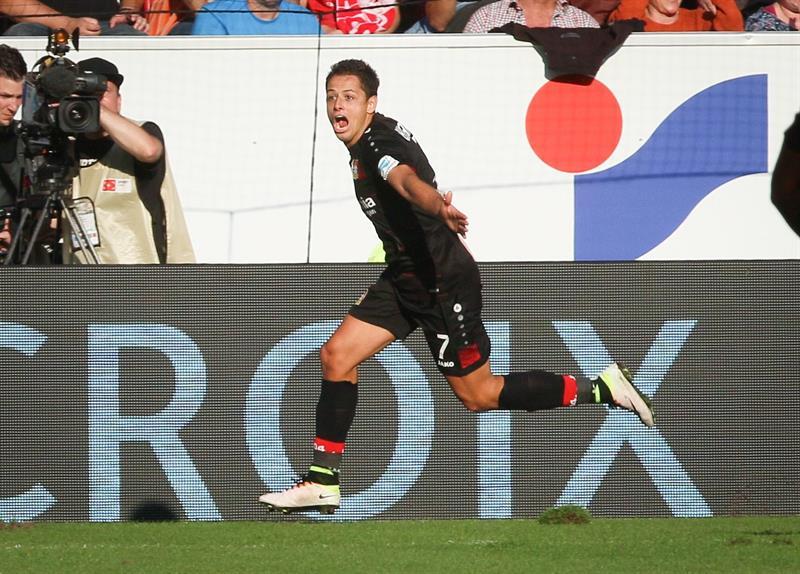 """La """"loca"""" narración del tercer gol de Chicharito ante el Mainz"""