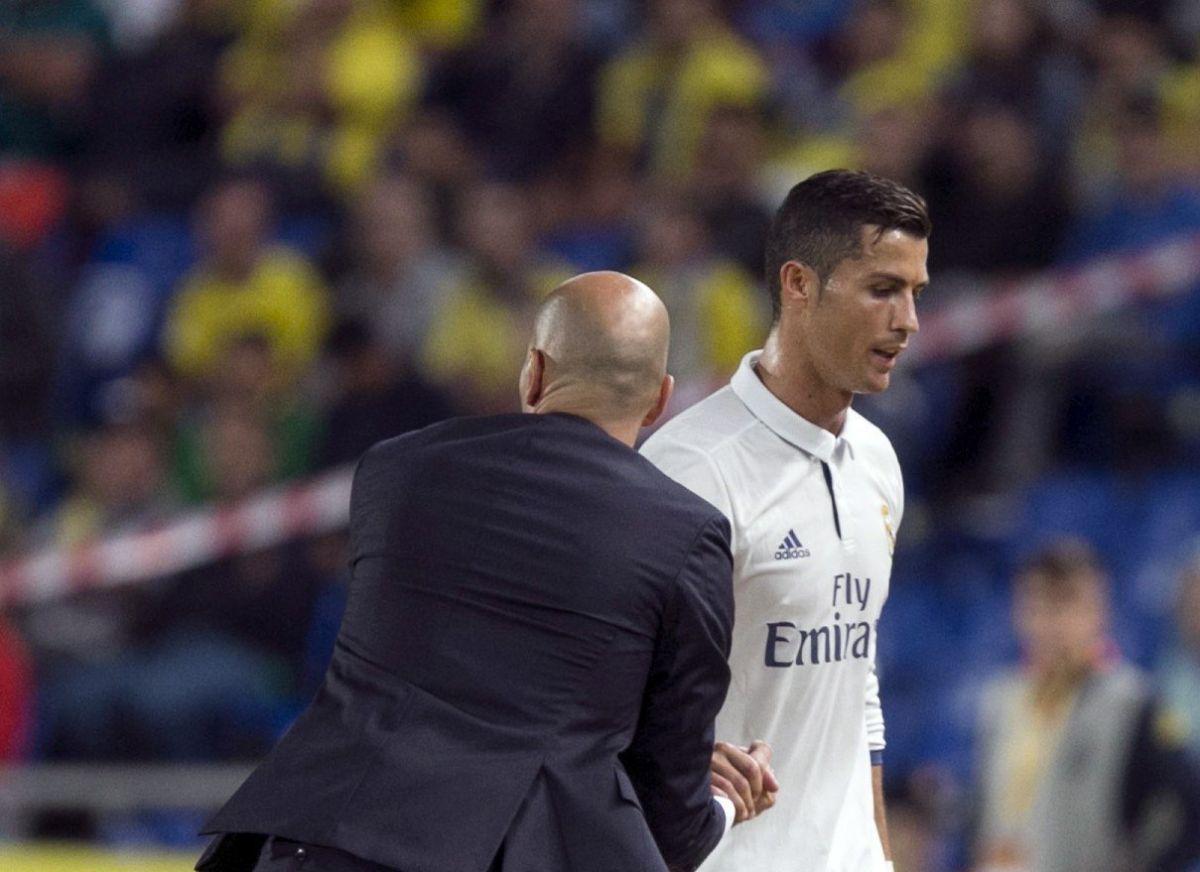 Cristiano Ronaldo no pudo ocultar su enojo al ser sustituido por Zidane