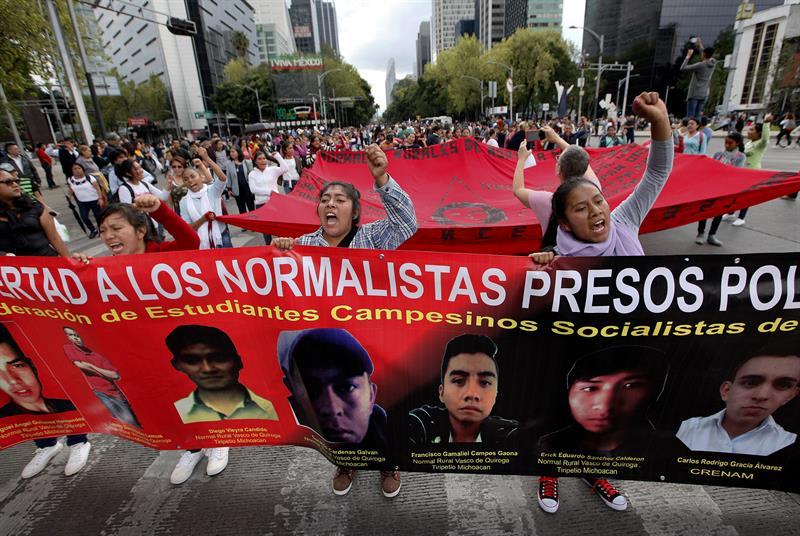Padres de los 43 temen retroceso del caso Ayotzinapa