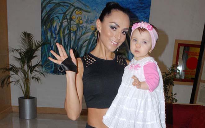 Hospitalizan a hija de Ivonne Montero por neumonía