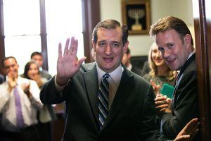 """Ted Cruz, entre los """"perritos falderos"""" de la industria de armas, según informe"""
