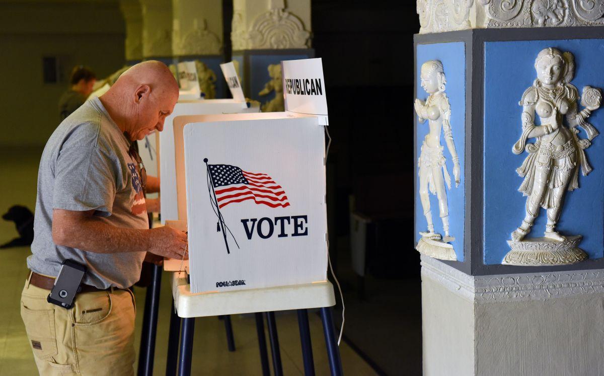 Ejército de voluntarios y activistas registran votantes en Nevada