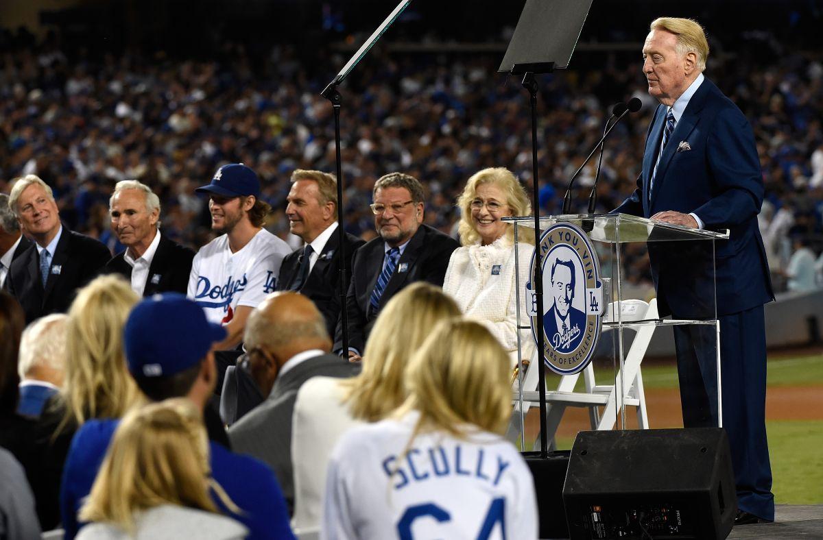 Así fue el gran homenaje a Vin Scully, el eterno narrador de los Dodgers