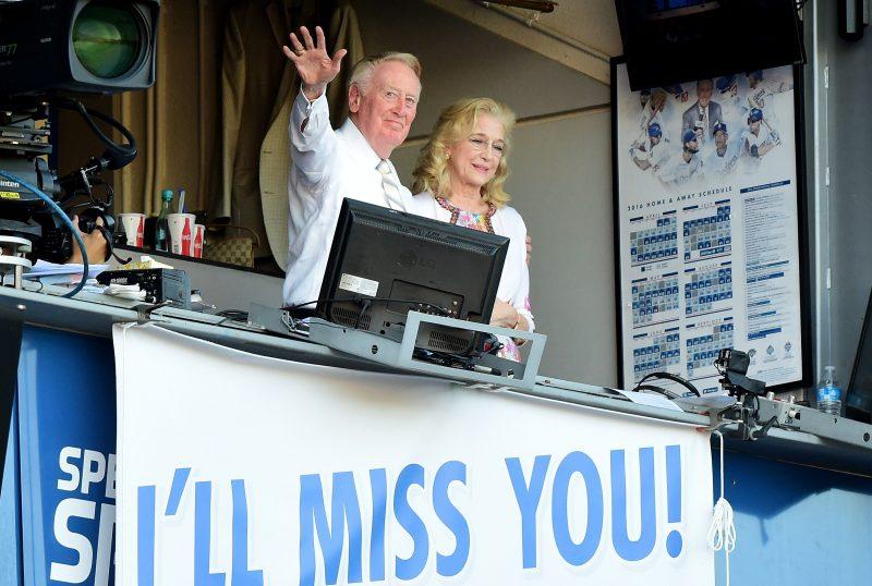 Vin Scully, quien el domingo se despidió de Dodger Stadium al lado de su esposa Sandy, narrará el juego final de su asombrosa carrera de 67 temporadas este domingo desde San Francisco.