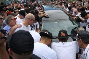 Video: Fanáticos y los Marlins despiden a José Fernández en Miami