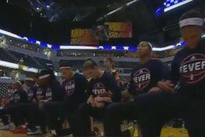 Video: Un equipo completo de la WNBA se arrodilló durante el himno de EEUU