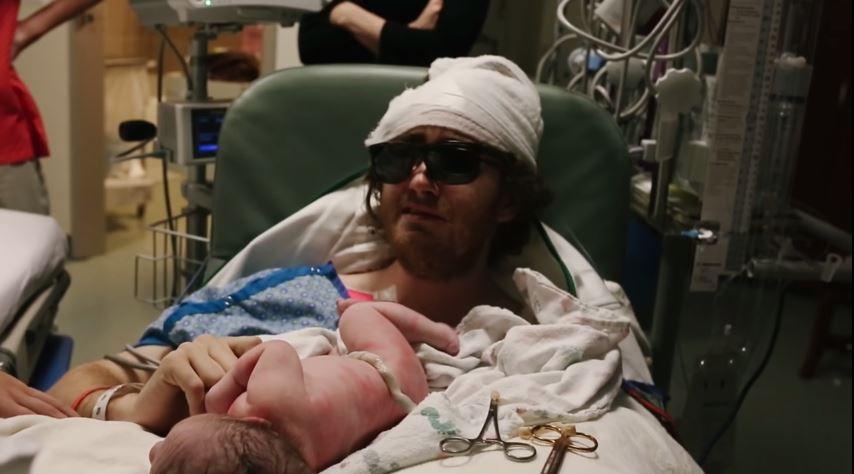Video: El conmovedor esfuerzo de un hombre con cáncer terminal para ver el nacimiento de su hijo
