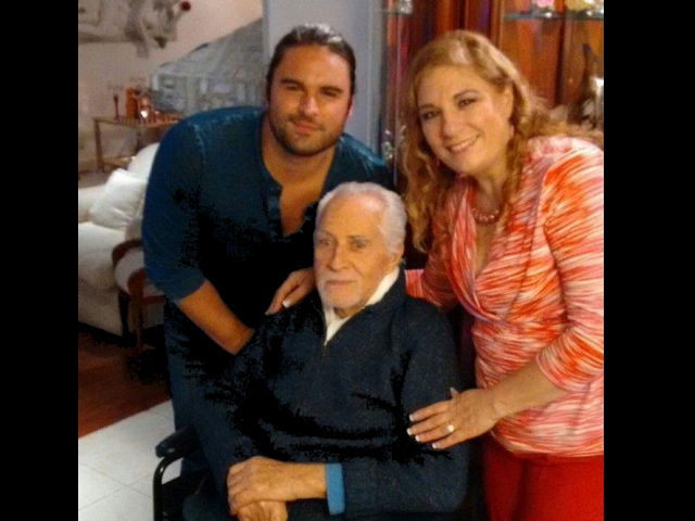 Rogelio Guerra continúa delicado de salud