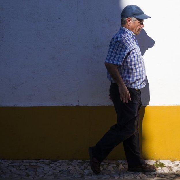 Medicamento para el asma le hizo caminar luego de vivir 43 años en silla de ruedas