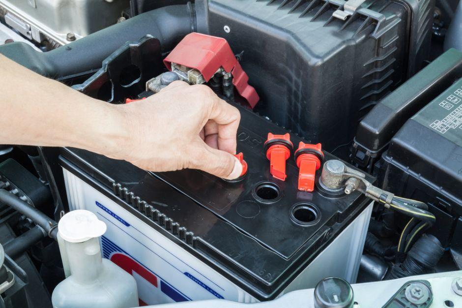 Cuándo es necesario cambiar la batería del auto? | La Opinión
