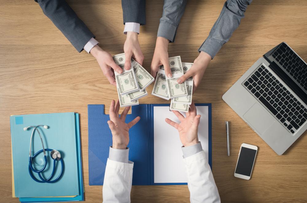 Las personas gastan más cuando acuden a clínicas médicas