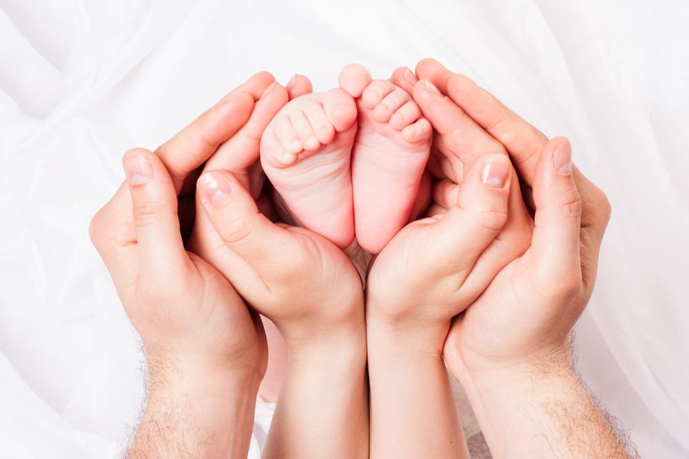 ¿Por qué este bebé tiene 3 padres biológicos?