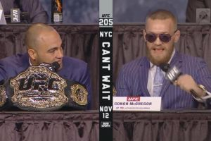 """""""¡Quítate esos estúpidos lentes!"""" Alvarez a Conor McGregor durante la presentación de UFC 205"""