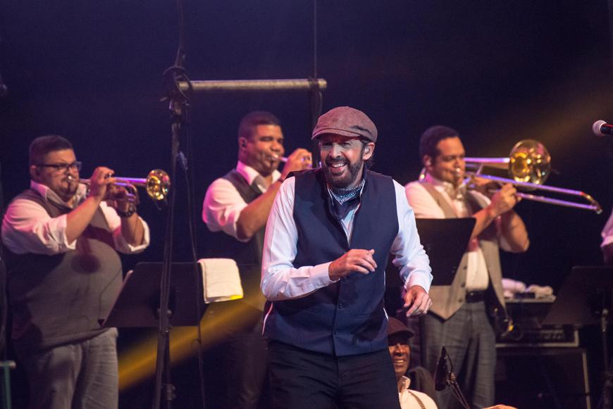 Juan Luis Guerra puso a bailara a los famosos en exitoso concierto
