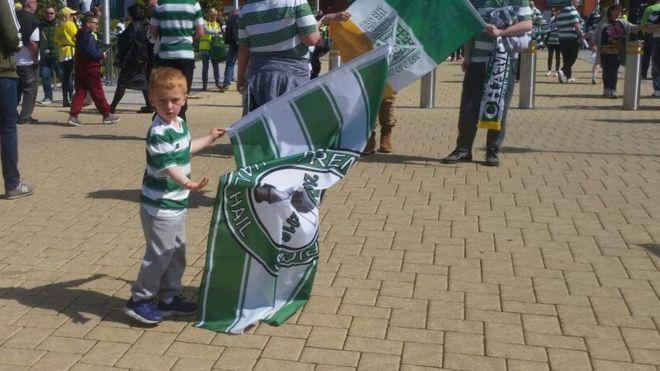 El pequeño Louis  es un gran fanático del Celtic de Escocia.