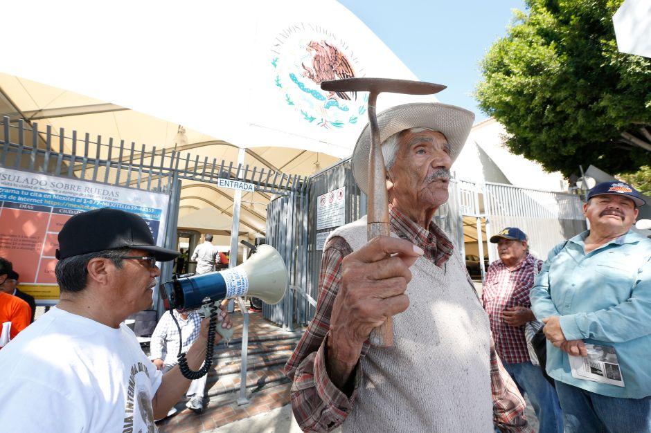 México dejará de pagar a los exbraceros al extinguir operación de fideicomisos