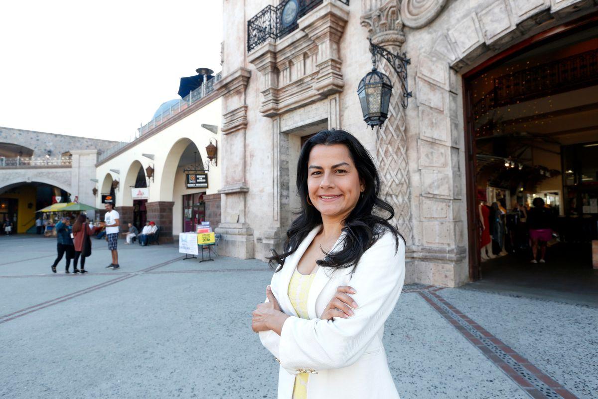 Hija de inmigrantes mexicanos pelea por ser la primera latina en representar distrito 44 en el Congreso