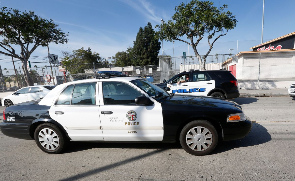 Policía fuera de servicio dispara contra dos personas en Downey