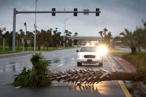 La pared exterior de Matthew golpea la Florida Central; una persona falleció y miles están sin energía