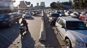 Entregas de autos y autopartes en Estados Unidos, afectadas por retrasos en el paso por la frontera con México