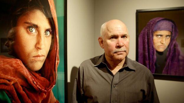 "Por qué Paquistán arrestó a ""niña afgana"" que apareció en National Geographic"