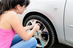 ¿Por qué mi neumático pierde aire todo el tiempo?