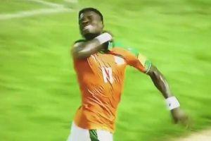 Video: Jugador marfileño festeja un gol 'cortándose la garganta'