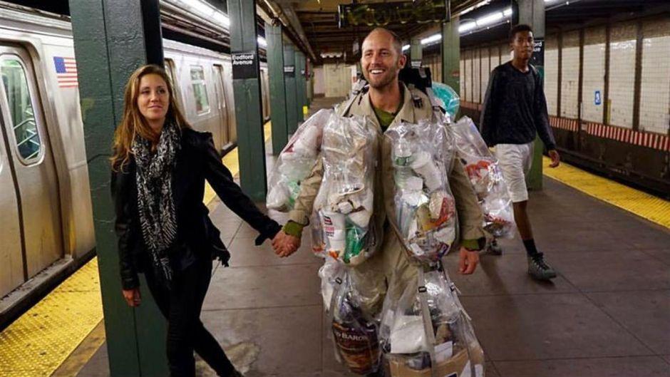 Video: Trash man, el hombre que recorre las calles de NY vestido con su propia basura
