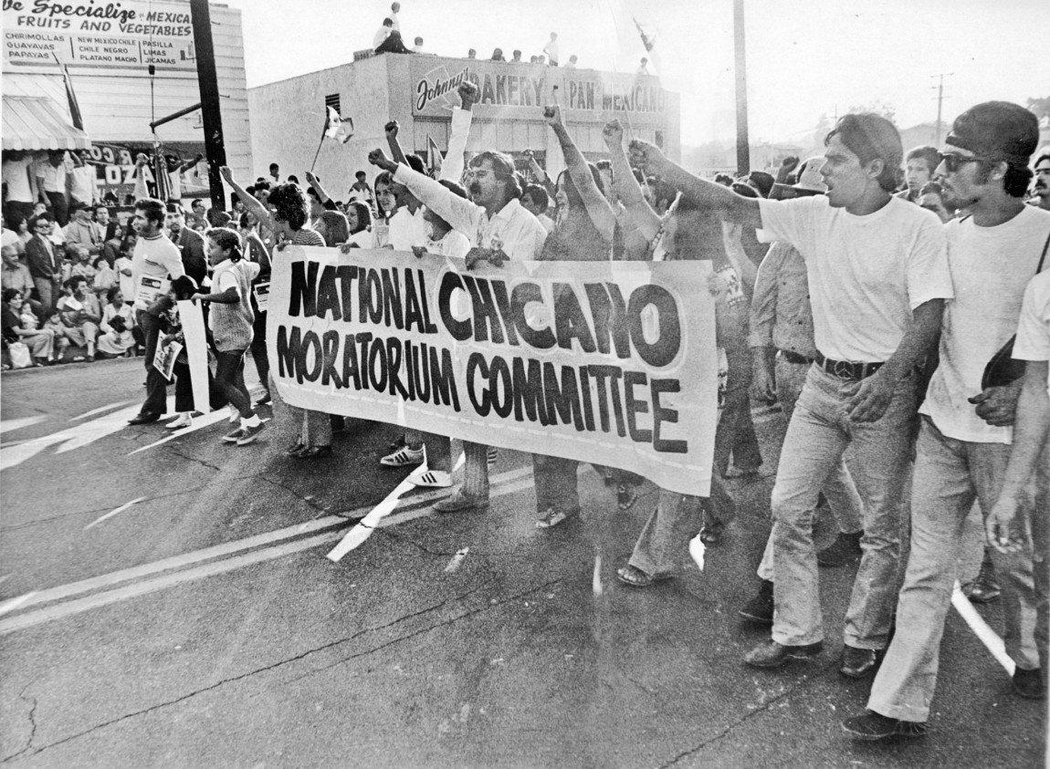La marcha chicana reunió a miles de personas en el Este de Los Ángeles.