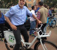 En Bogotá, la 'bici' manda, y otras ciudades del mundo siguen su ejemplo
