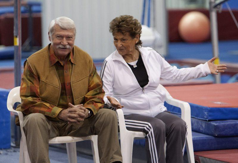 Bela Karolyi, leyenda de la gimnasia, aparece en demanda por ataque sexual a una menor