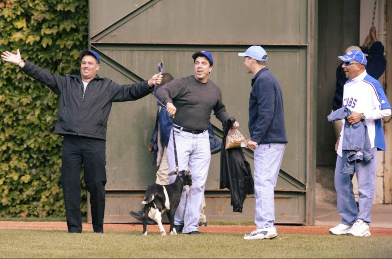 """En 2003, unos aficionados metieron una cabra al campo de Wrigley Field tratando de revertir la maldición de """"Billy Goat"""". Los Cachorros están a tres victorias de acabar con su historia de lamentos."""