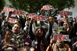 """El video de las torturas a jóvenes de Ayotzinapa sepulta la """"verdad histórica"""" del gobierno"""
