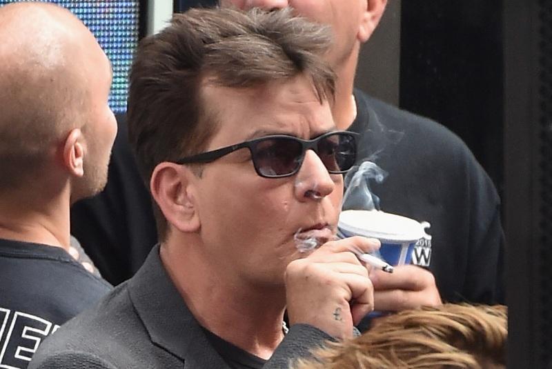 Charlie Sheen hizo época con su papel en la cinta besibolera 'Major League'.