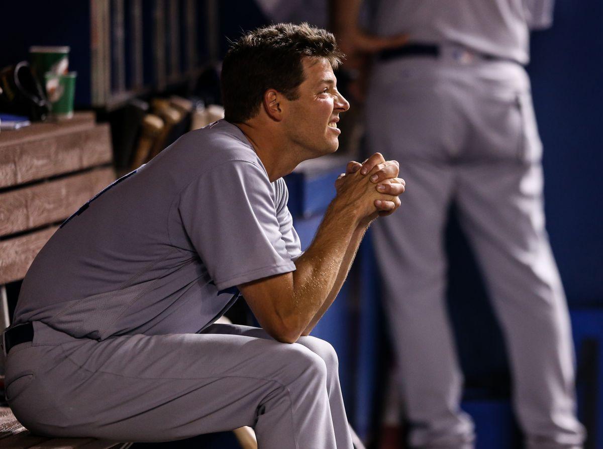 El pitcher abridor de hoy de los Dodgers tenía que orinar en botellas hace un año