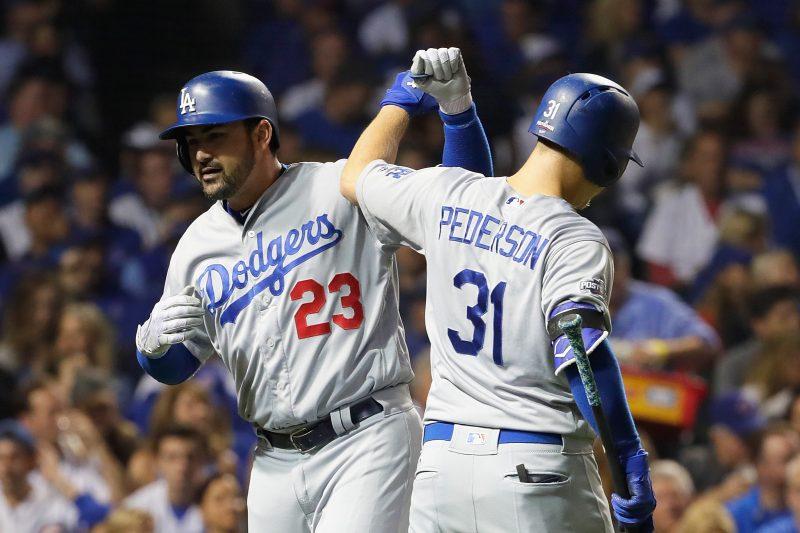 Kershaw se parte el brazo y los Dodgers cumplen su misión en Chicago