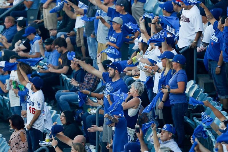 Video: Dodger Stadium es una fiesta en el tercero de la serie