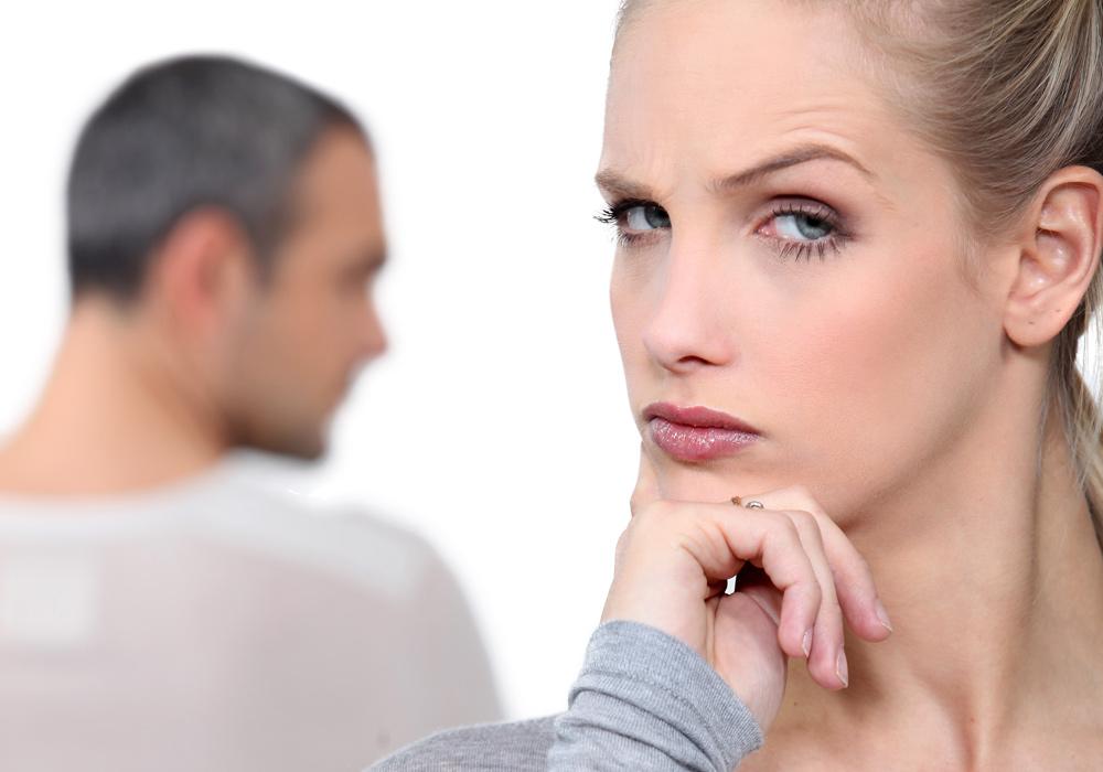 La respuesta más rápida o lenta de lo normal ante ciertas preguntas puede reflejar que oculta algo.